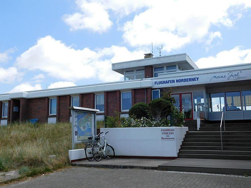 Eingangsbereich Flughafen Norderney