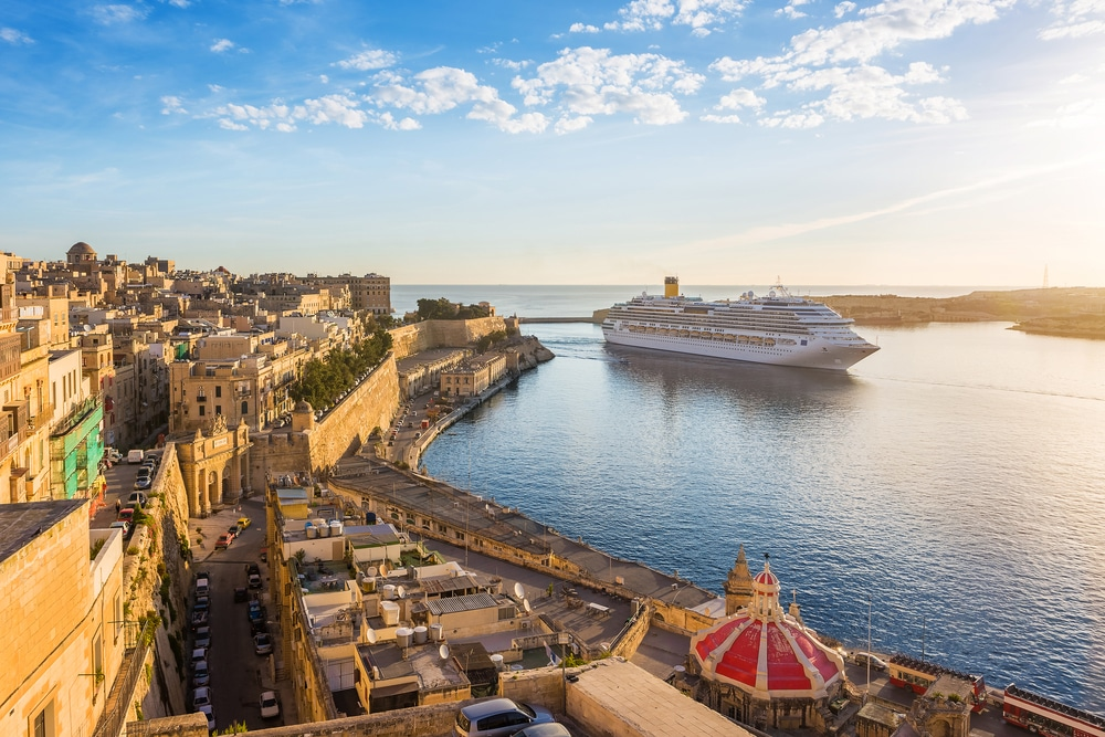 Kreuzfahrtschiff vor Malta