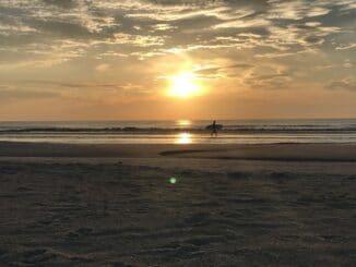 Surfer am Crescent Beach Florida